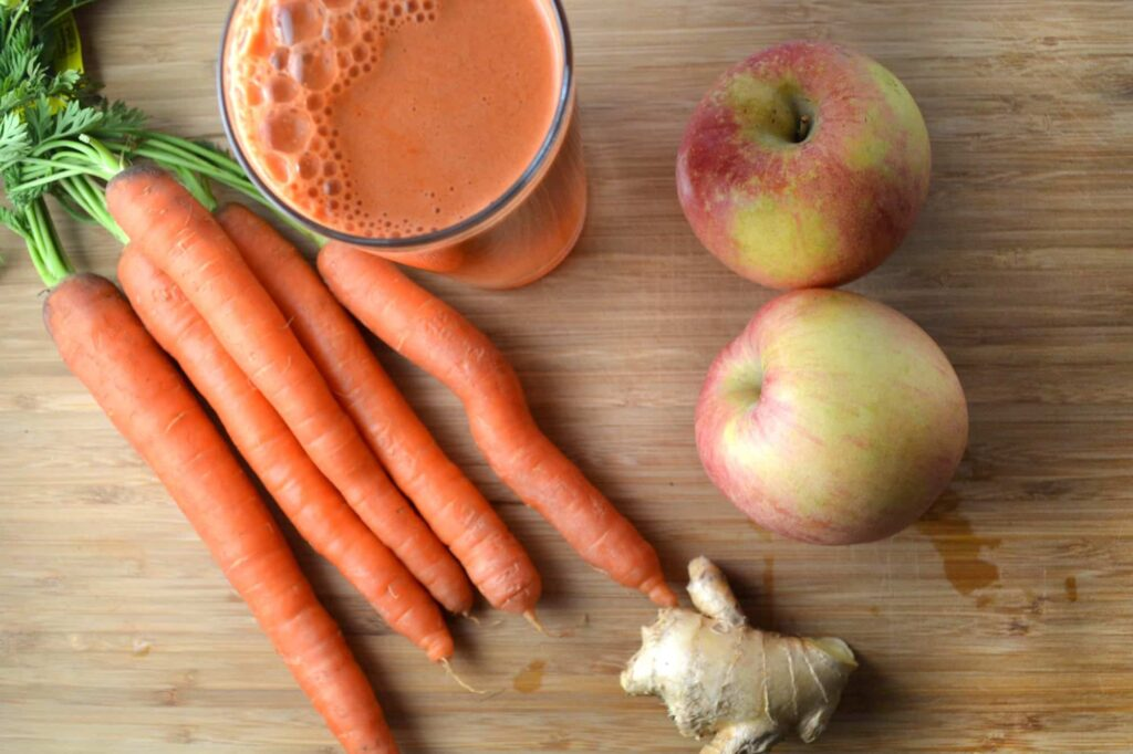 carrot and apple to control dog bad breath-min